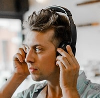 Guy-wearing-noise-canceling-headphones