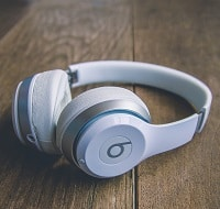 white beats headphones