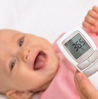 Measuring baby's temperature with contactless thermometer