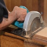 Circular saw cutting the ply wood