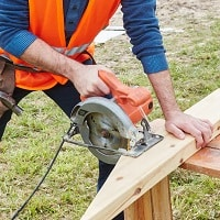 circular saw use in house building