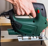 Cutting wood with green jig saw