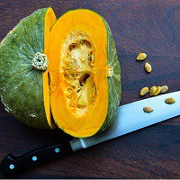 knife with pumpkin